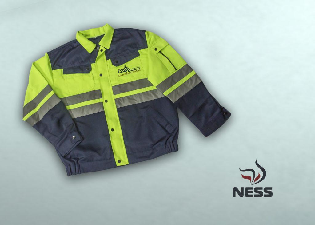 Куртка летняя Ткань: «Темп» смесовая (65% полиэфир, 35% хлопок) с малосминаемой отделкой,  250  г/м² Световозвращающий материал: лента шириной 5 см, обеспечивает максимальную видимость. Цвет: флуоресцентный желтый с темно-синим.